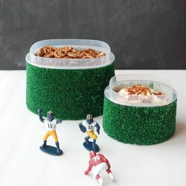 Make astro turf slip covers for Rubbermaid storage containers -- perfect for tailgating and the Big Game! #RubbermaidSharpie #PMedia #ad