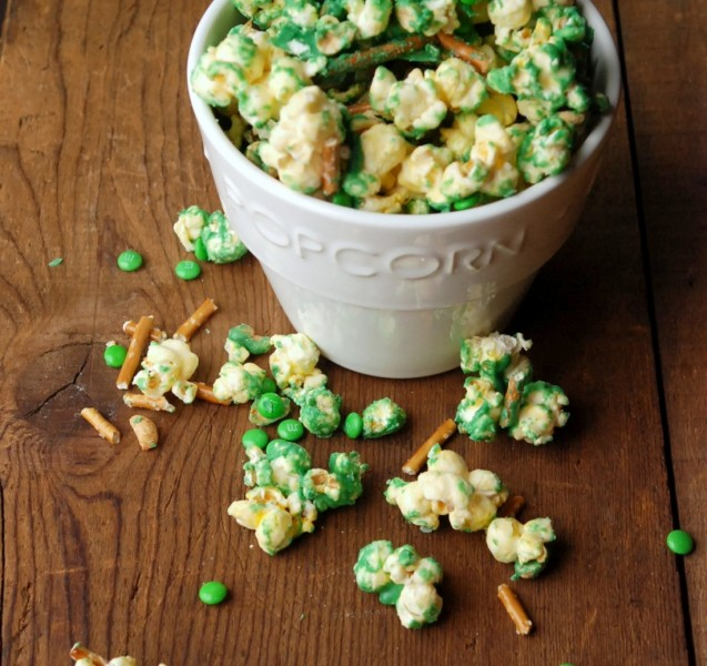 Make a quick and delicious sweet, salty snack mix with popcorn, candy melts, pretzels, peanuts and whatever else you have on hand! This sounds SO addicting!!