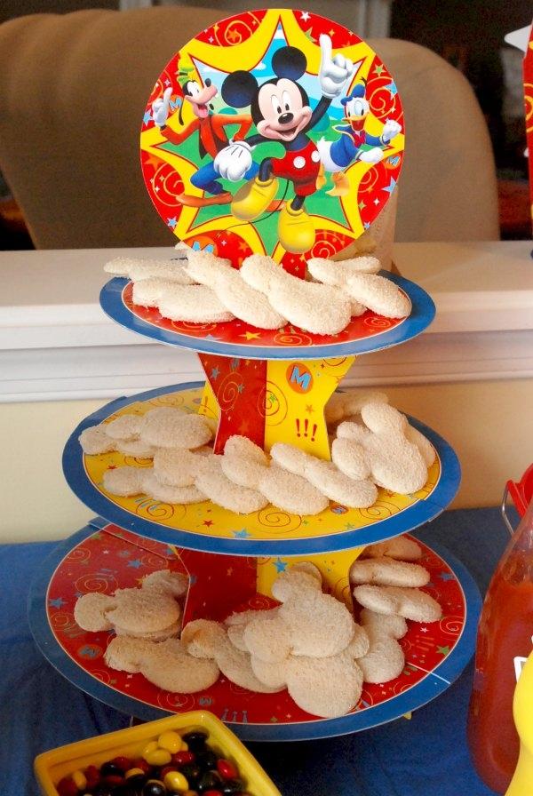 This Mickey Mouse birthday party has so many cute ideas!