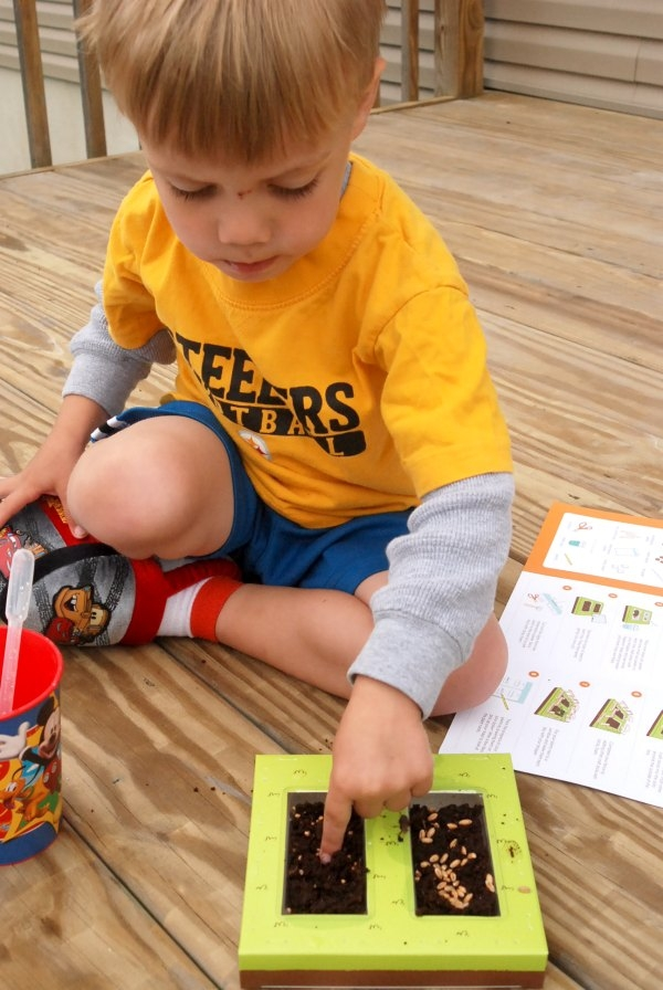 Kiwi Crate is a monthly subscription service that offers monthly delivery of hands-on, educational projects designed for kids ages 3-8.