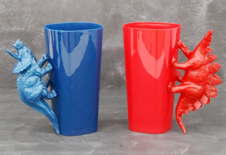 Use inexpensive plastic tumblers and plastic dinosaurs to make these awesome DIY Dinosaur Handle Cups!