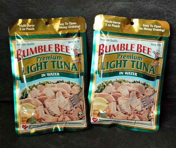 Tuna Cakes are a delicious, quick and easy weeknight dinner that the whole family will love. #BumbleBeeB2S #CleverGirls