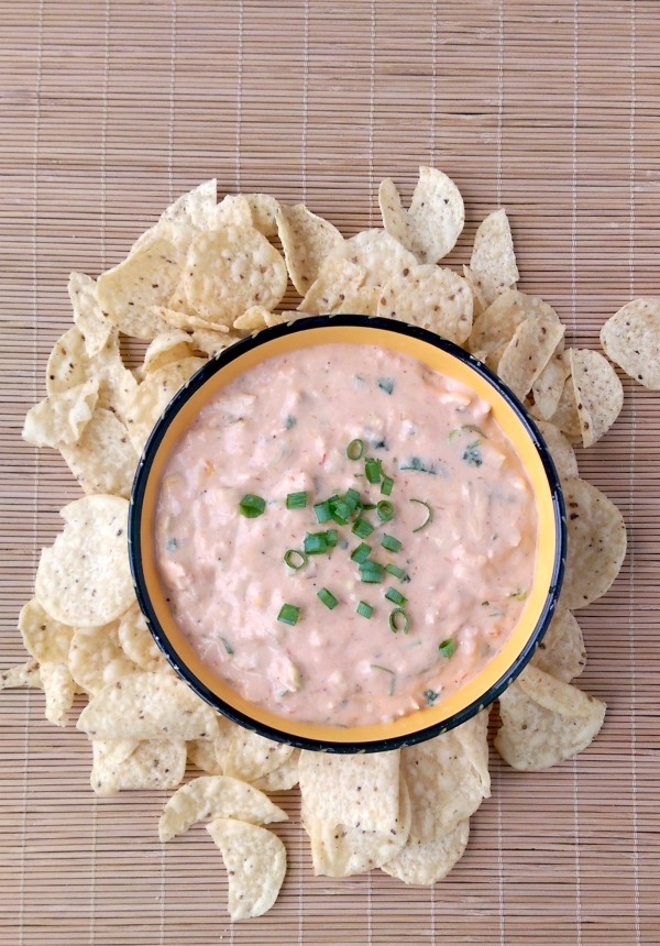 This cheesy Mexican chicken dip can be made right in your slow cooker. Perfect for #tailgating! #Labels4Edu #cbias #shop