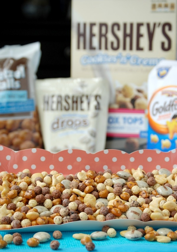 Cookies 'n Cream Snack Mix: Cereal, pretzels, crackers, and cookies and cream candy drops. So easy and so delicious!!