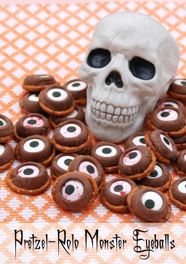 These Pretzel-Rolo Monster Eyeballs are such a cute Halloween treat, and they're super easy to make! #31DaysofHalloween