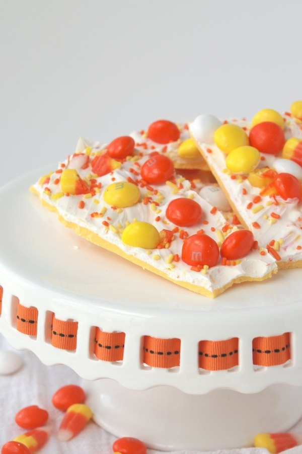 Candy Corn Bark is a sweet, delicious treat that literally anyone can make in minutes. Fun, festive and EASY -- my kind of treat!