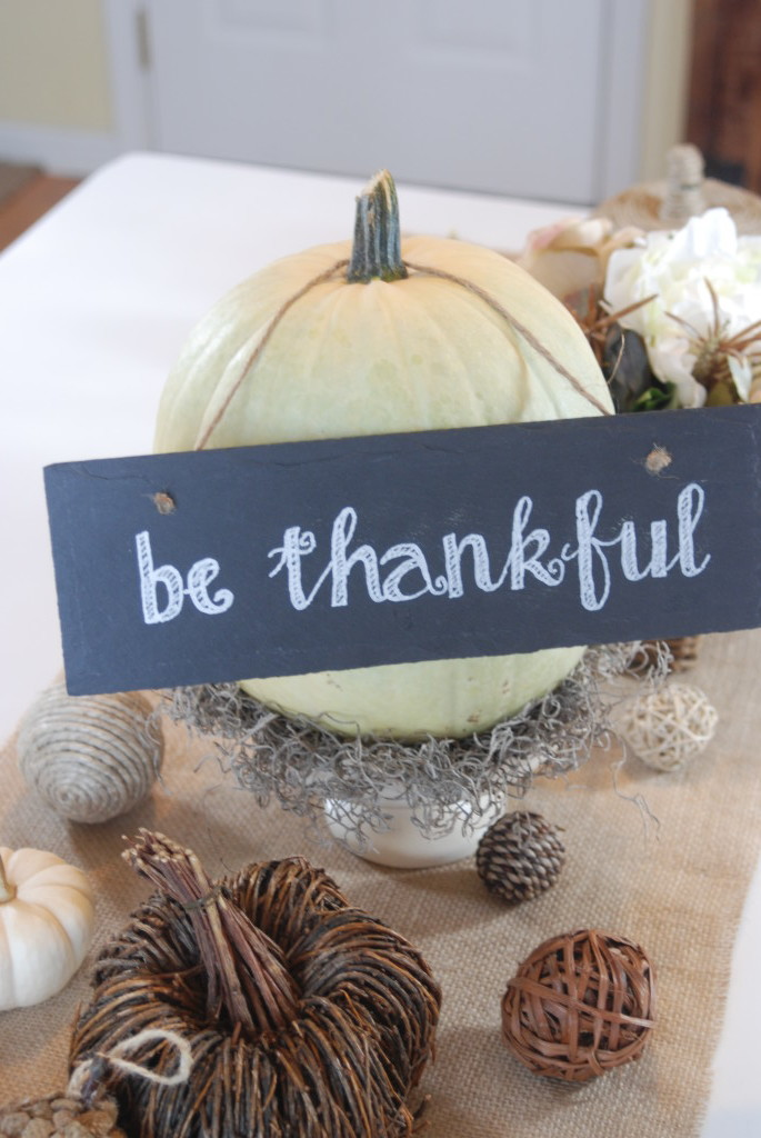 Create a gorgeous, neutral Thanksgiving table this year with natural colors and simple items.
