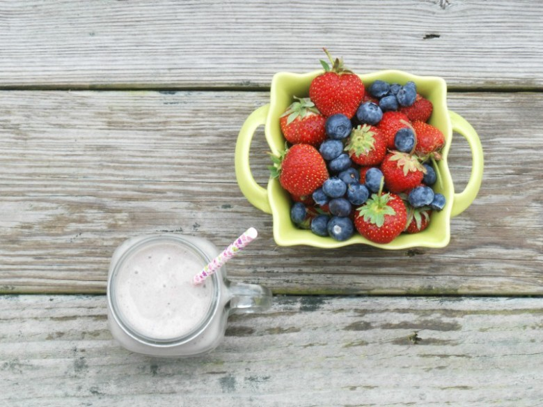 This delicious shake features strawberries, blueberries and Greenberry Shakeology {but you could use vanilla or strawberry Shakeology instead, or even regular protein powder}. Plus a crazy secret ingredient that you will never believe!
