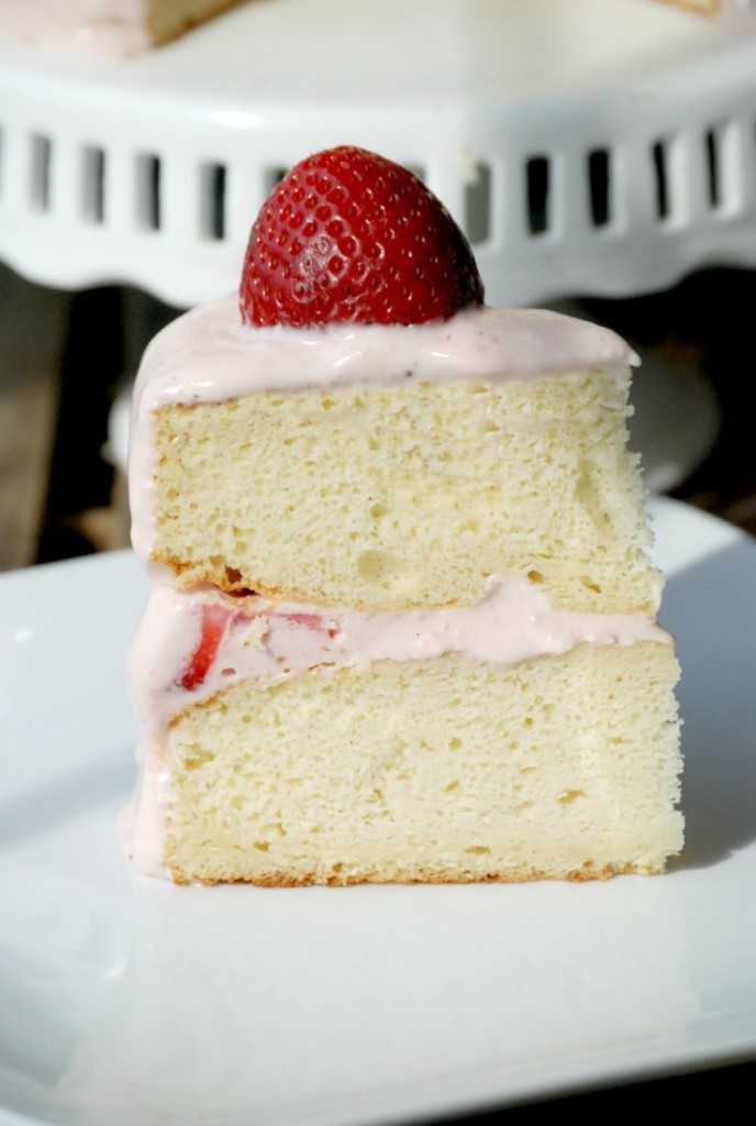 This cake might look fancy, but it started as a boxed cake mix and requires almost no baking ability! #WayfairCakeOff