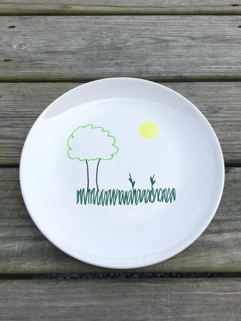 These DIY Play With Your Food Plates are so cute -- my kids would love making little faces with these with their food!! #BacktoPlay #CollectiveBias #ad