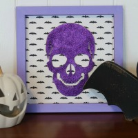 This glittery skull is a fun way to add some color to your Halloween decor. And as a bonus, it's super easy to put together!!